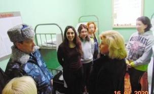 נעמה יששכר בכלא הרוסי (צילום: Christine and Steve Tan, ללא)