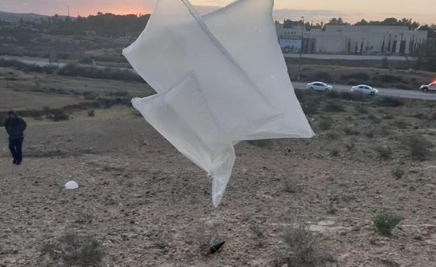 בלון הנפץ שאותר ונוטרל ליד מדרשת בן גוריון בדרום (צילום: המועצה האזורית רמת נגב)