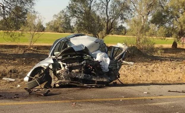 זירת התאונה בין רכב פרטי למשאית בכביש 232