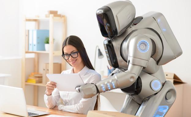 עבודה עם רובוט (צילום: YAKOBCHUK VIACHESLAV, shutterstock)