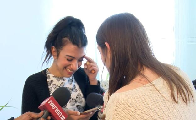 ליעד גולדנברג בשיחה ראשונה עם אחותה נעמה יששכר (צילום: החדשות 12)