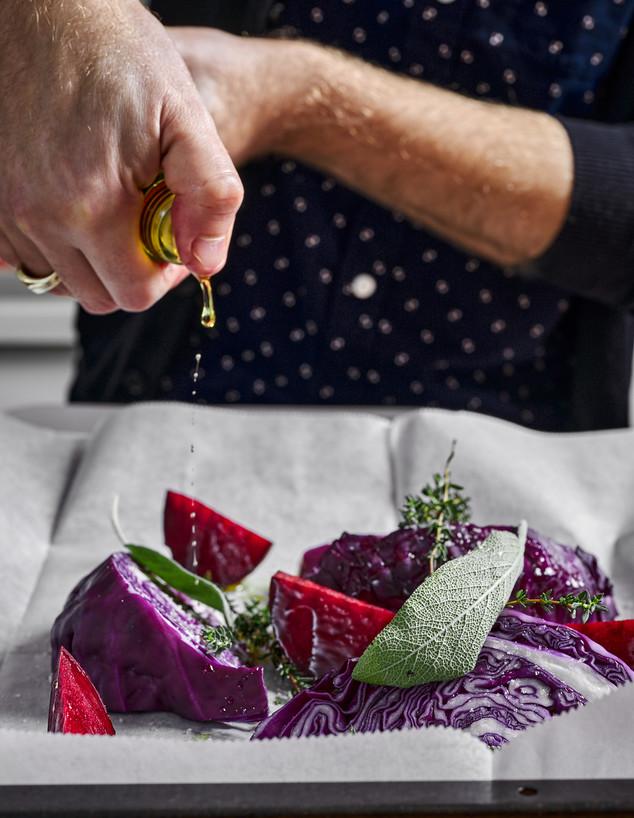 מרק סלק וכרוב סגול - לקראת הצלייה