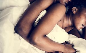 זוג במיטה (צילום: shutterstock)