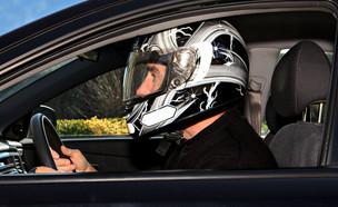 האם נהגים יצטרכו לחבוש קסדה באוטו? (צילום: wuthrich_didiershutterstock)
