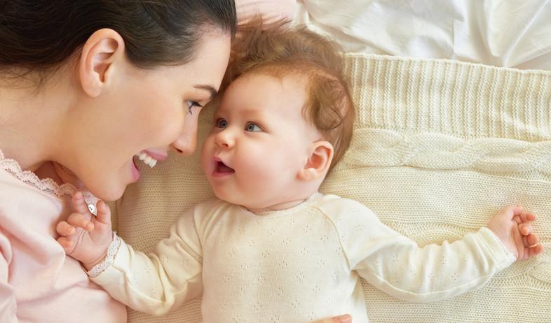 אימא ותינוקת (צילום: Yuganov Konstantin, shutterstock)