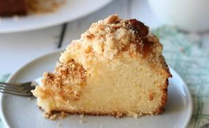 פרוסת עוגת לימון וקראמבל שקדים (צילום: קרן אגם, אוכל טוב)