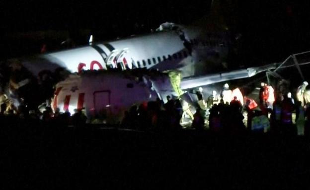 מטוס שסטה ממסלול ההמראה באיסטנבול ונחצה