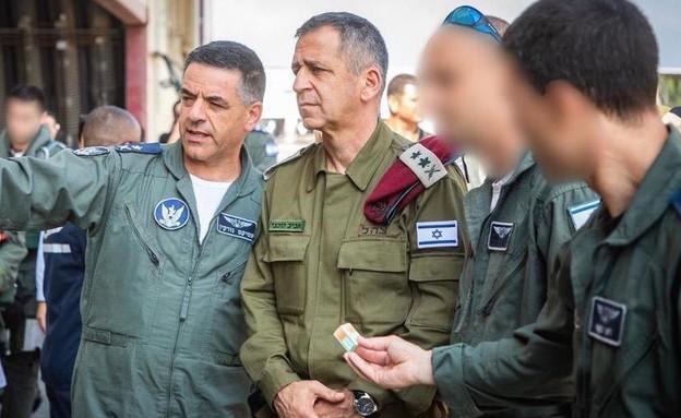"""מפקד בסיס חצור היוצא עם הרמטכ""""ל ומפקד חיל האוויר (צילום: חיל האוויר, טוויטר)"""