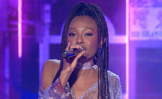 """עדן אלנה בביצוע הגמר (צילום: מתוך """"הכוכב הבא לאירוויזיון 2020"""", קשת 12)"""