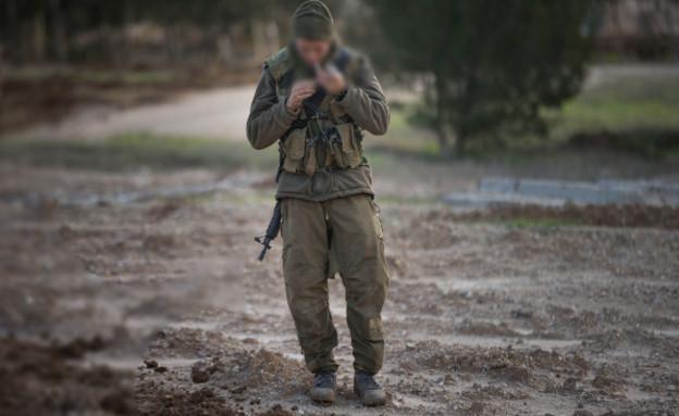 חייל מעשן סיגריה (צילום: אימג'בנק / Gettyimages)