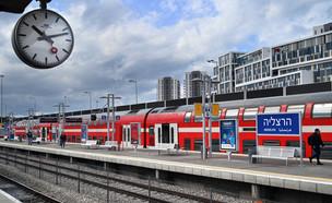 תחנת הרכבת בהרצליה (צילום: defotoberg, shutterstock)
