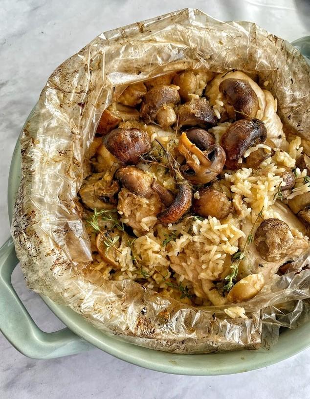 עוף עם אורז ופטריות בשקית קוקי (צילום: רון יוחננוב, אוכל טוב)