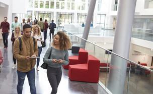 סטודנטים בקמפוס (צילום: Monkey Business Images, shutterstock)