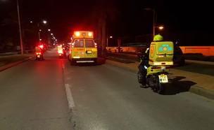 """רוכב אופנוע בן 25 נהרג בתאונת דרכים באשדוד (צילום: תיעוד מבצעי מד""""א)"""