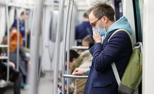 גבר חובש מסכה, מגפה (צילום:  DimaBerlin, shutterstock)