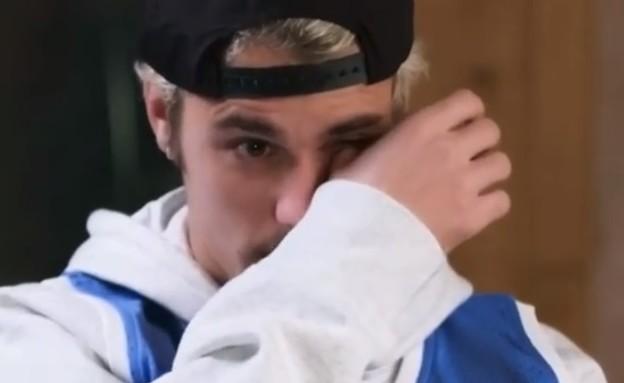 ג'סטין ביבר בוכה (צילום: youtube/Beats 1)