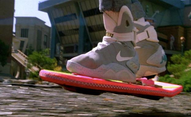 סקייטבורד מעופף - בחזרה לעתיד 2 (יח``צ: צילום מסך מתוך הסרט)