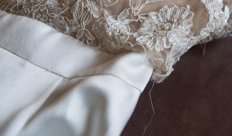 שמלת הכלה נפרמה בחתונה - והיא תפוצה באלפים