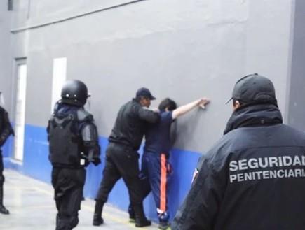 רגעי המעצר של אל צ'אפו נחשפים לראשונה (צילום: Latinus)