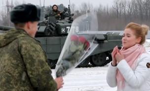 """הצעת הנישואים המקורית של החייל הרוסי (צילום: מתוך """"חדשות הבוקר"""" , קשת 12)"""