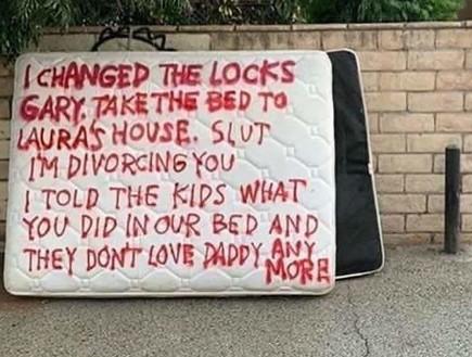 """""""קח את המיטה לבית של לורה. אני מתגרשת ממך"""""""
