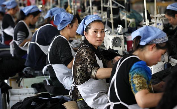 נשים במפעל טקסטיל בסין