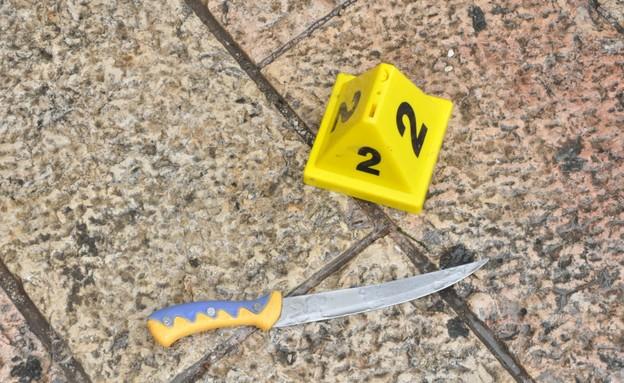הסכין ששימשה את המחבל בפיגוע דקירה בעיר העתיקה (צילום: דוברות המשטרה)