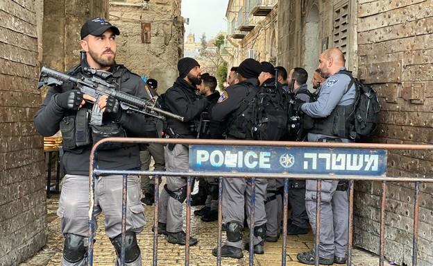 שוטרים בזירת הפיגוע בעיר העתיקה (צילום: דוברות המשטרה)