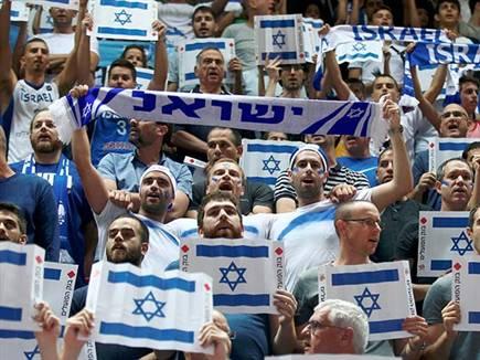 אוהדי הנבחרת. הכרטיסים אזלו (אלן שיבר) (צילום: ספורט 5)