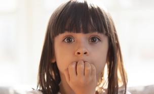 ילדה שואלת (צילום: fizkes, shutterstock)