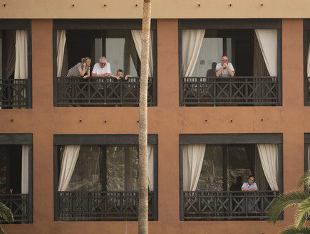 """מבודדים בגלל הקורנה: """"אנשים ניסו לצאת מהמלון והמשטרה המקומית עצרה אותם"""""""