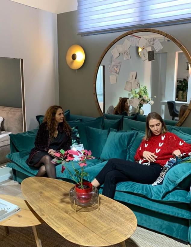 ג'ני צרוואני קונה רהיטים, פברואר 2020
