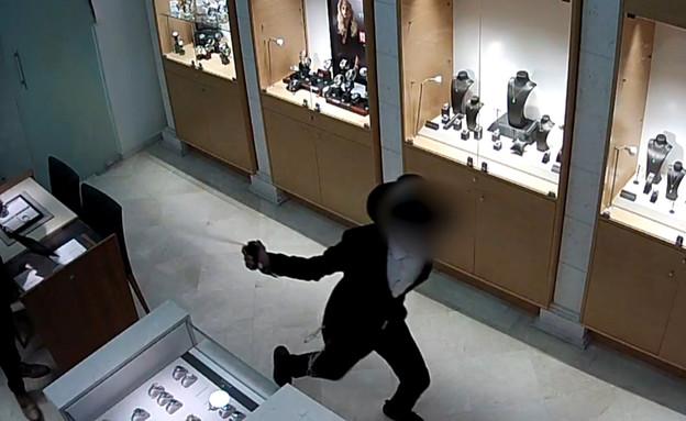 שוד שעוני יוקרה ברעננה (צילום: דוברות המשטרה)