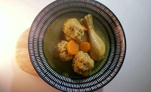 גונדי - קציצות עוף עם חומוס טחון במרק עוף (צילום: אמהות מבשלות ביחד, ערוץ 24 החדש)
