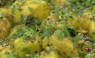 סלט תפוחי אדמה חם (צילום: מבשלים עם קשת – רותי רוסו, קשת 12)