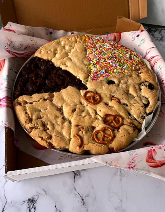 עוגיית ענק ב-6 טעמים. יותר טוב ממשלוח פיצה