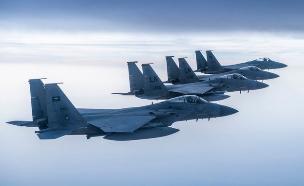 מטוסי קרב אמריקאים וסעודים בתמרון משותף (צילום: Spa_Eng@Twitter)