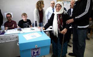 מצביעים במגזר הערבי (צילום: רויטרס)