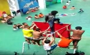 בריכה בכלא (צילום: youtube/El Universo)