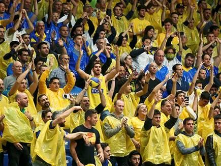 הקהל הצהוב שבכל מקרה הגיע (צילום: אלן שיבר)
