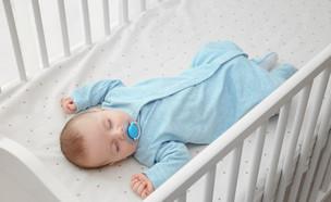 תינוק ישן בעריסה (צילום: Africa Studio, shutterstock)