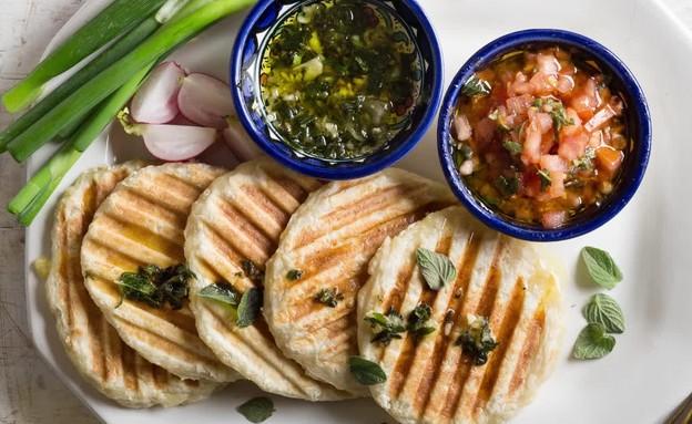 לחם יווני שטוח דנונה (צילום: בבושקה הפקות)