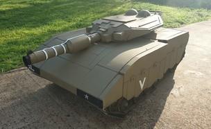 """תחפושת הטנק הוויראלית (צילום: דובר צה""""ל )"""