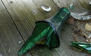 בקבוק שבור (צילום: MandyHB, Istock)