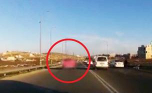 נהג שעוקף בצורה מסוכנת מכוניות רבות (צילום: דוברות המשטרה)