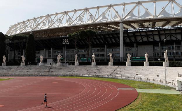 אצטדיון אולימפי ריק לאחר דחיית כל התחרויות