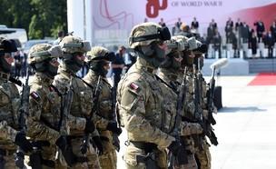 מסדר צבאי (צילום: WOJTEK RADWANSKI/AFP via Getty Images)