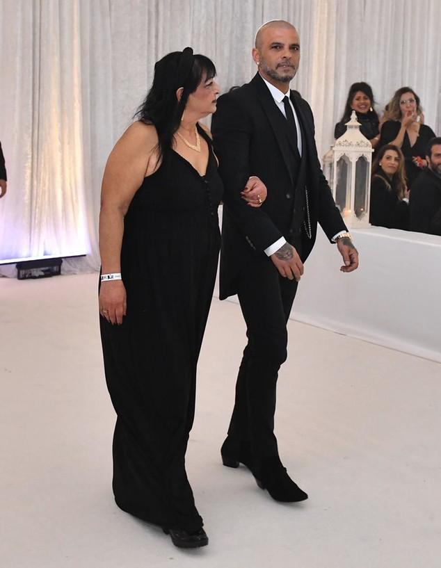 אייל גולן ואמא שלו בערב החתונה. מרץ 2020