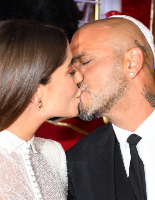 אייל גולן ודניאל מתנשקים בחתונה. מרץ 2020