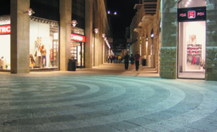 מתחם הקניות ממילא (צילום: החדשות 12)